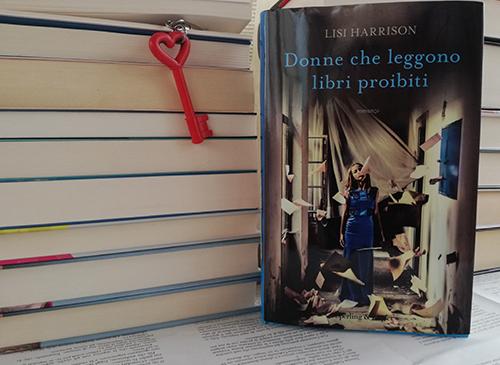donne che leggono libri proibiti